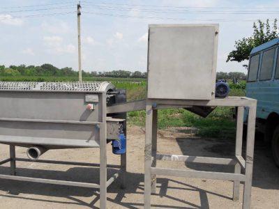 Машина для очищення (видалення серцевини і насіння) салатного перцю (солодкого перцю, паприки) від насіння і плодоніжки.